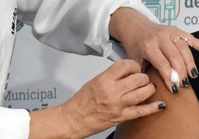 Vacinação contra Covid-19 avança com aplicação de segundas doses nesta terça