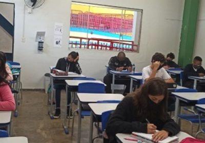Alunos do 9º ano e do 3º ano do ensino médio retornam às aulas presenciais em MG